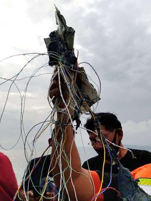 Serpihan yang diduga berasal dari pesawat Sriwijaya Air PK-CLC yang hilang kontak di Kepulauan Seribu (dok Istimewa).