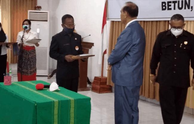 Serah terima jabatan Bupati Malaka, Rabu (17/2/21) sore, di aula Kantor Bupati Malaka.