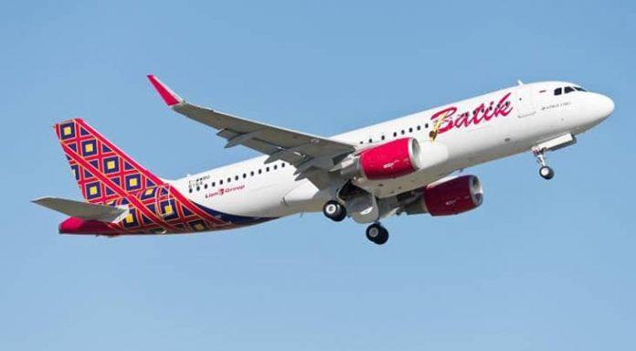 Pesawat Batik Air tersedia layanan premium (full service airlines) yang dilengkapi inflight entertainment (audio video on demand) di setiap kursi, jarak antarkursi (seat pitch) lega, serta sajian makanan (inflight meals).