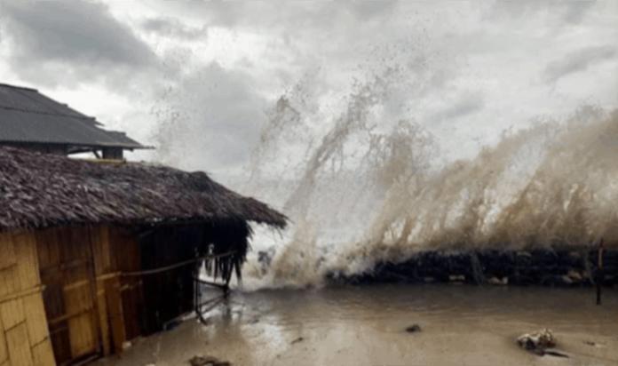 Gelombang tinggi menghantam Flotim akibat hujan disertai angin kencang.