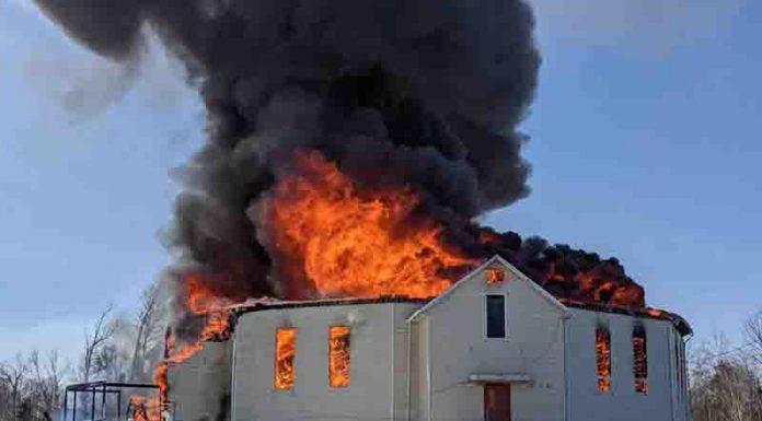 Gereja St. Theresia Point First yang dibakar setelah Misa Paskah 4 April 2021.