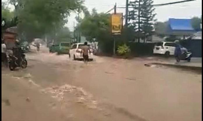 Kondisi terkini di jalan Salak, Sikumana, Kota Kupang.