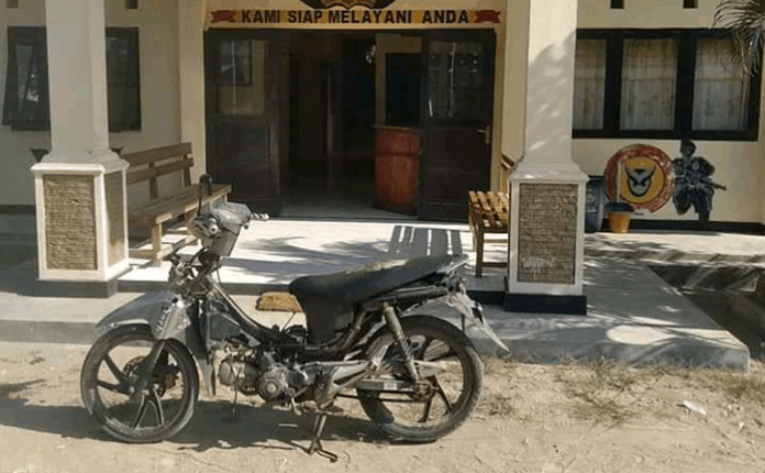 Barang bukti sepeda motor Revo yang dicuri NN.