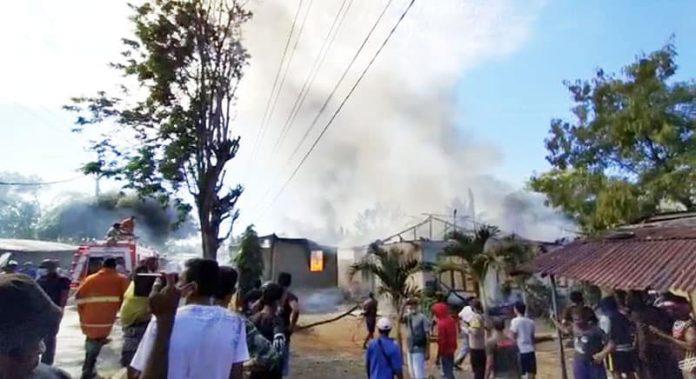 Akibat peristiwa kebakaran ini, selain kios, rumah, dan sepeda motor, 1 unit mobil juga ikut terbakar.