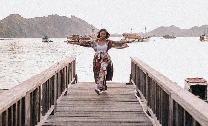 Karin Novilda Sulaiman atau Awkrain saat berada di Labuan Bajo, Kabupaten Manggarai, Provinsi NTT.