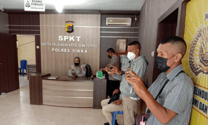 DPC GMNI Sikka saat membuat Laporan Polisi di Polres Sikka, Jumat 10 September 2021.