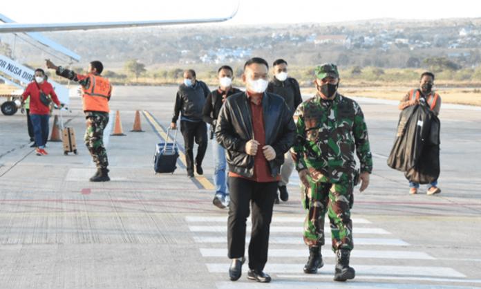 Pangkostrad, Letjen TNI Dudung Abdurachman, S.E., M.M., melakukan Kunjungan Kerja ke Mako Satgas Pamtas RI-RDTL Yonarmed 6/3 Kostrad, Rabu (22/09/2021).