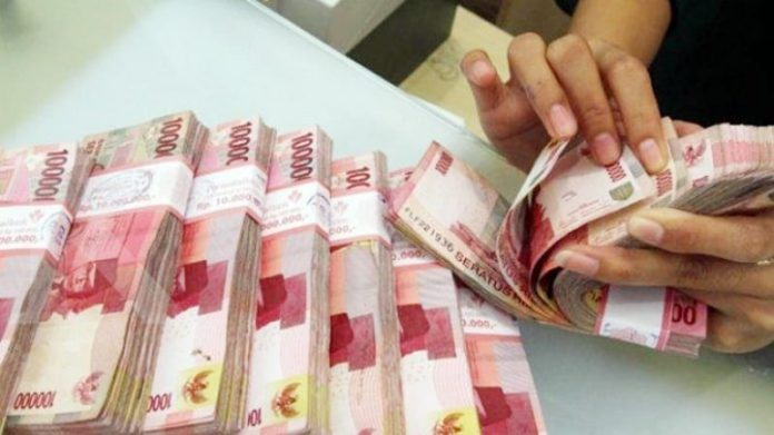 Dari tangan pelaku, polisi menyita uang senilai Rp 400 juta.